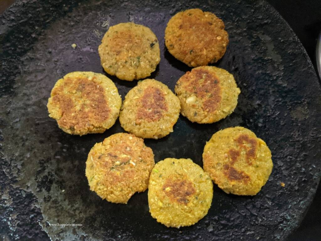 Shallow fry the falafel in the tawa