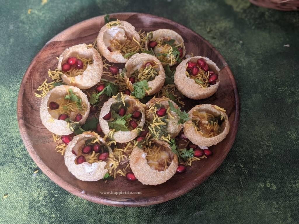 Dahi Puri Chaat is ready. Serve immeditalely.